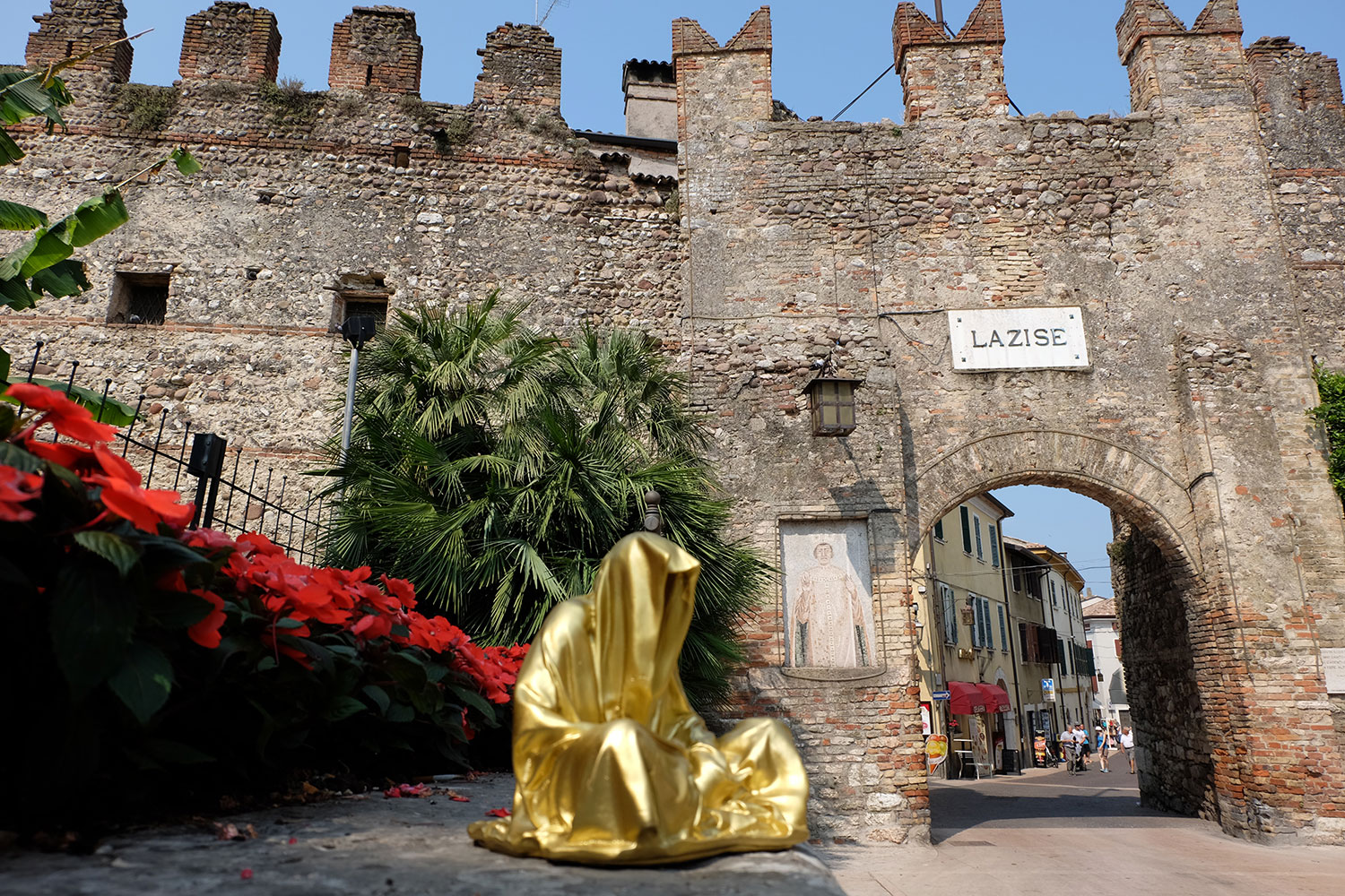 lazise-largo-de-guarda-guardians-of-time-manfred-kili-kielnhofer-contemporary-art-design-ats-arte-sculpture-chirge-religion-3556 - Kopie