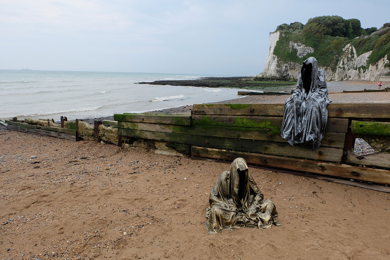 guardians-of-guardians-of-time-manfred-kili-kielnhofer-uk-england-dover-public-contemporary-art-arts-design-sculpture-6444