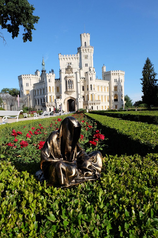 hluboka-castle--czech-republic-guardians-of-time-manfred-kili-kielnhofer-contemporary-fine-art-sculpture-statue-arts-design-modern-photography-6554