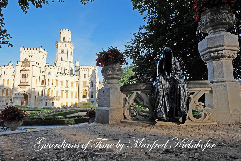 hluboka-castle--czech-republic-guardians-of-time-manfred-kili-kielnhofer-contemporary-fine-art-sculpture-statue-arts-design-modern-photography-artfund-artshow-pro-6747y